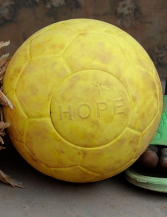Hope et One World Futbol Projet